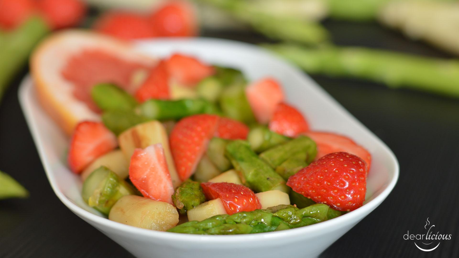 Rezept für Spargelsalat mit Erdbeeren undGrapefruit-Dressing | www.dearlicious.com