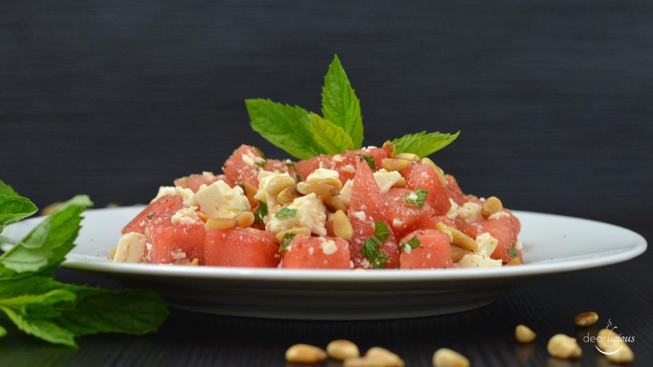 Rezept für einen erfrischenden Sommersalat mit Wassermelone und Feta | www.dearlicious.com