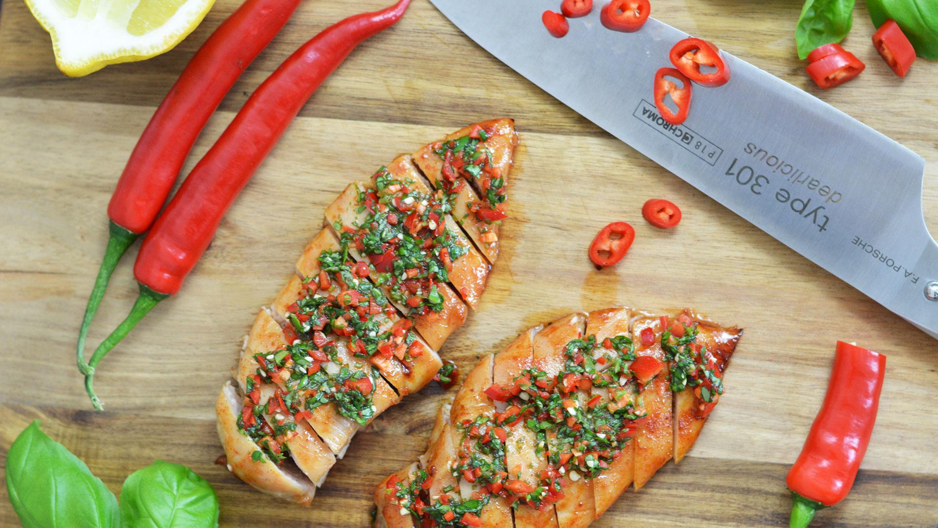Rezept für Hähnchenbrust mit Honigglasur, Basilikum und Chili | www.dearlicious.com