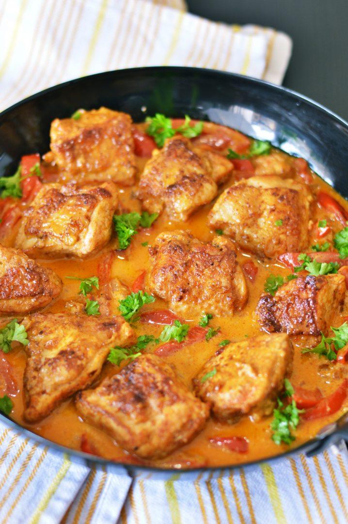 Rezept für Hähnchen in Paprika-Sahnesoße | www.dearlicious.com