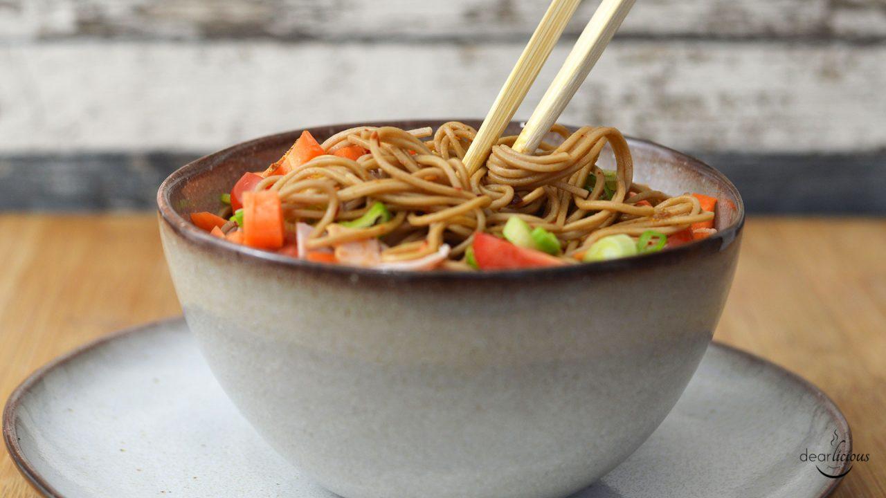 Asiatischer Nudelsalat mit Soba Buchweizennudeln | www.dearlicious.com