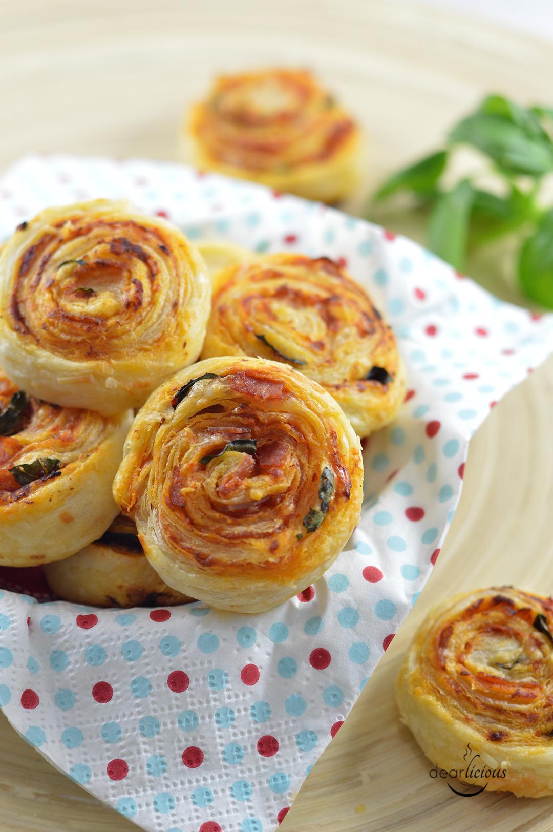 Rezept für herzhafte Pizzaschnecken | www.dearlicious.de