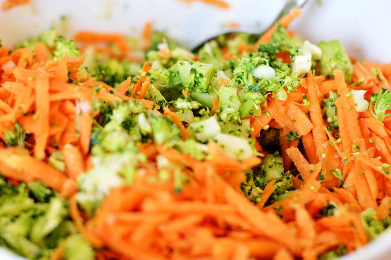 Zubereitung von Brokkoli-Süßkartoffel-Puffer | www.dearlicious.com