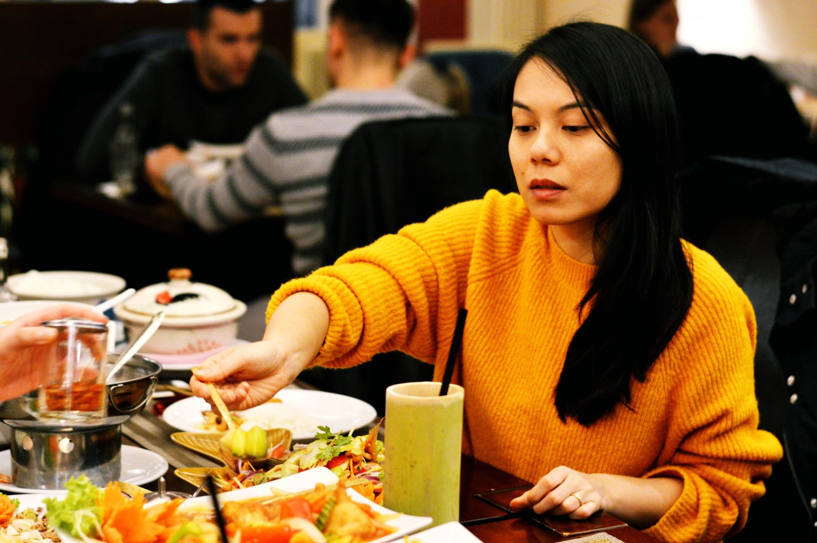 Volle Konzentration beim Essen | Dear Bunbuamas im Tamrap Thai-Restaurant in Koblenz
