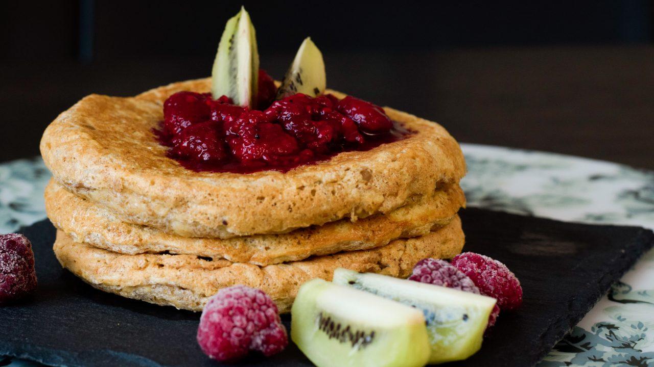 Rezept für gesunde Apfel-Pancakes aus Vollkorn | www.dearlicious.com